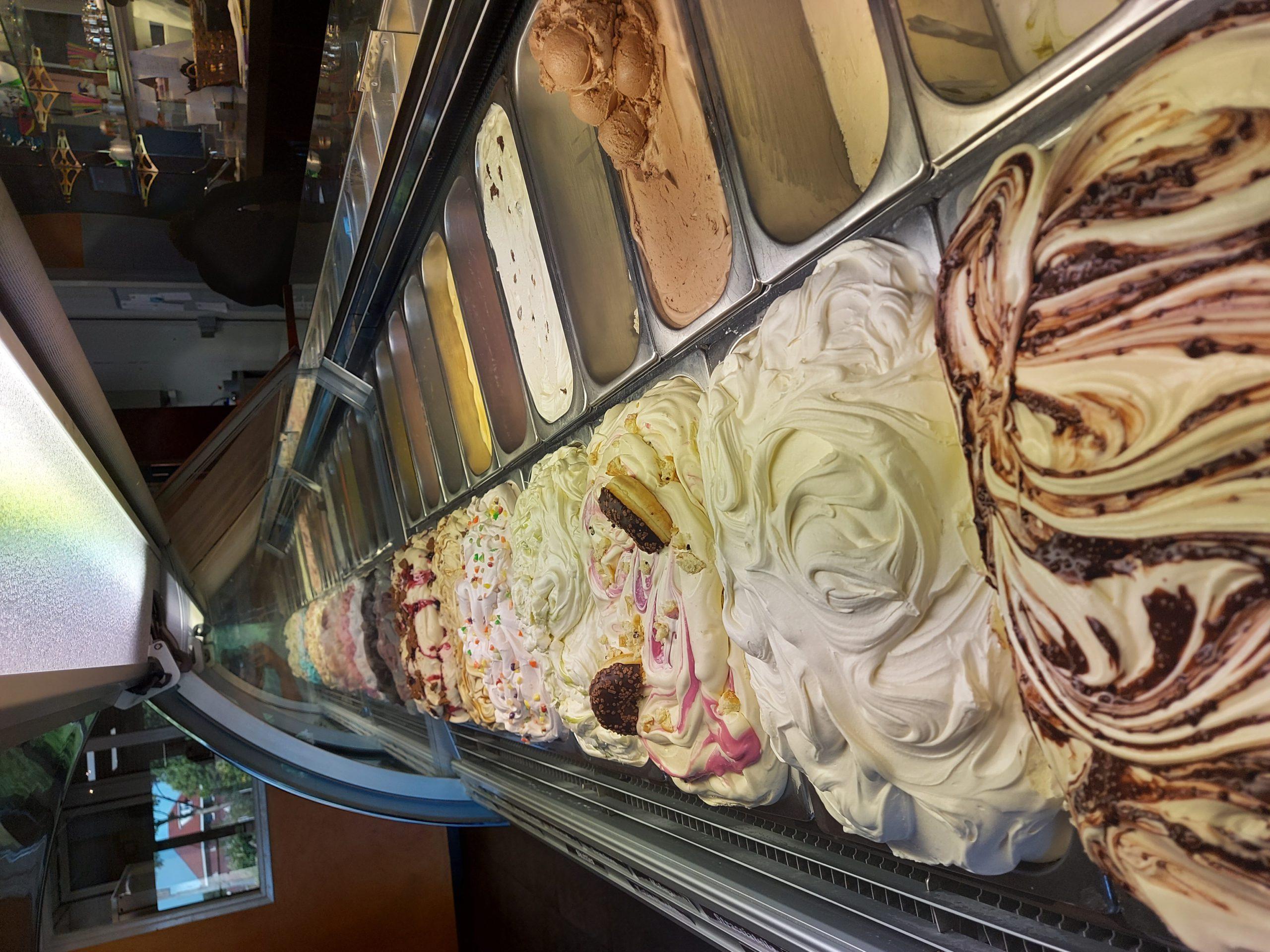 Dat is moeilijk kiezen... een ijsboerderij met zo veel smaken ijs...